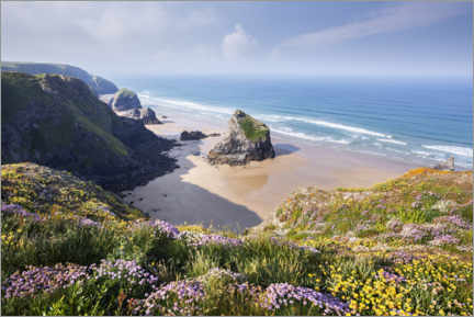 Aluminiumsbilde  Wide beach with flowers in spring in England - The Wandering Soul