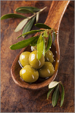 Selvklebende plakat  Spoon with green olives on a wooden table - Elena Schweitzer