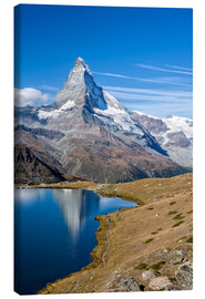 Lerretsbilde  Hikers walking on the path beside the Stellisee with the Matterhorn reflected. Zermatt Canton of Val - Roberto Sysa Moiola