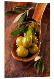Akrylbilde  Spoon with green olives on a wooden table - Elena Schweitzer